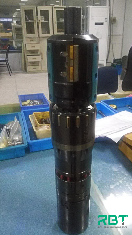How to machine deep hole cylinder with hydraulic and combined skiving and roller burnishing tool